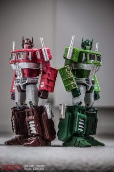 [Masterpiece] MP-10B   MP-10A   MP-10R   MP-10SG   MP-10K   MP-711   MP-10G   MP-10 ASL ― Convoy (Optimus Prime/Optimus Primus) - Page 4 0J5KeSht