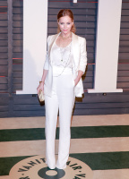 """Leslie Mann """"2015 Vanity Fair Oscar Party hosted by Graydon Carter at Wallis Annenberg Center for the Performing Arts in Beverly Hills"""" (22.02.2015) 126x  2b9vcGAq"""