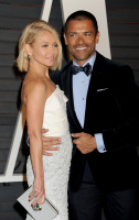 """Kelly Ripa """"2015 Vanity Fair Oscar Party hosted by Graydon Carter at Wallis Annenberg Center for the Performing Arts in Beverly Hills"""" (22.02.2015) 48x  52ZAR4O0"""