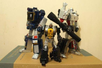 [Fanstoys] Produit Tiers - Jouet FT-12 Grenadier / FT-13 Mercenary / FT-14 Forager - aka Insecticons - Page 2 6a3X5duP