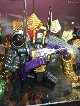 [Fanstoys] Produit Tiers - Jouet FT-12 Grenadier / FT-13 Mercenary / FT-14 Forager - aka Insecticons - Page 3 BglzI6s4