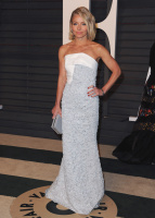 """Kelly Ripa """"2015 Vanity Fair Oscar Party hosted by Graydon Carter at Wallis Annenberg Center for the Performing Arts in Beverly Hills"""" (22.02.2015) 48x  DiKgKP22"""