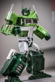 [Masterpiece] MP-10B   MP-10A   MP-10R   MP-10SG   MP-10K   MP-711   MP-10G   MP-10 ASL ― Convoy (Optimus Prime/Optimus Primus) - Page 4 Fu1c9EiF