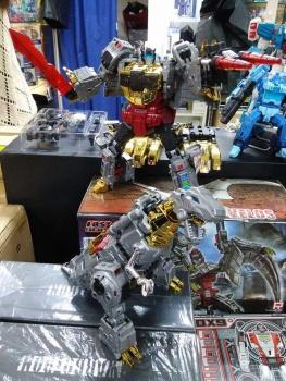 [Toyworld][Zeta Toys] Produit Tiers - Jouet TW-D aka Combiner Dinobots JTKxRuv4