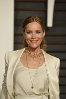 """Leslie Mann """"2015 Vanity Fair Oscar Party hosted by Graydon Carter at Wallis Annenberg Center for the Performing Arts in Beverly Hills"""" (22.02.2015) 126x  Tn0kvIYc"""