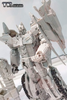 [Mastermind Creations] Produit Tiers - R-17 Carnifex - aka Overlord (TF Masterforce) WgTFEvsg