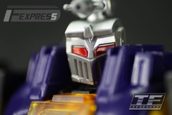 [Fanstoys] Produit Tiers - Jouet FT-12 Grenadier / FT-13 Mercenary / FT-14 Forager - aka Insecticons - Page 2 ZXOeXrjl