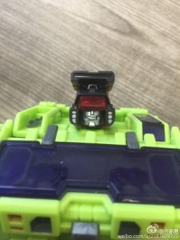 [Toyworld] Produit Tiers - Jouet TW-C Constructor aka Devastator/Dévastateur (Version vert G1 et jaune G2) - Page 2 BhHoCwOs