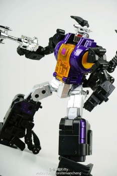[Fanstoys] Produit Tiers - Jouet FT-12 Grenadier / FT-13 Mercenary / FT-14 Forager - aka Insecticons - Page 2 BlPmsmjO