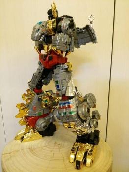 [Toyworld][Zeta Toys] Produit Tiers - Jouet TW-D aka Combiner Dinobots GUHfjh3B