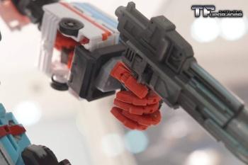 [MakeToys] Produit Tiers - Jouet MTCM-04 Guardia (aka Protectobots - Defensor/Defenso) - Page 2 MAFREvVC