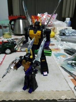 [Fanstoys] Produit Tiers - Jouet FT-12 Grenadier / FT-13 Mercenary / FT-14 Forager - aka Insecticons - Page 3 NbH00iRe