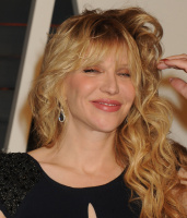 """Courtney Love """"2015 Vanity Fair Oscar Party hosted by Graydon Carter at Wallis Annenberg Center for the Performing Arts in Beverly Hills"""" (22.02.2015) 49x PwfSlZH5"""