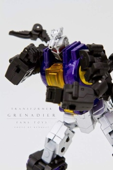 [Fanstoys] Produit Tiers - Jouet FT-12 Grenadier / FT-13 Mercenary / FT-14 Forager - aka Insecticons - Page 2 SvsmQ1m2