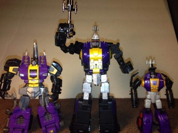 [Fanstoys] Produit Tiers - Jouet FT-12 Grenadier / FT-13 Mercenary / FT-14 Forager - aka Insecticons - Page 2 W4W7LleO