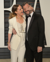 """Leslie Mann """"2015 Vanity Fair Oscar Party hosted by Graydon Carter at Wallis Annenberg Center for the Performing Arts in Beverly Hills"""" (22.02.2015) 126x  ZbM3rzes"""