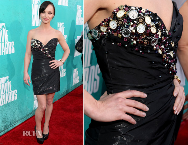Pour madame Christina-Ricci-In-Christian-Siriano-for-Timex-2012-MTV-Movie-Awards