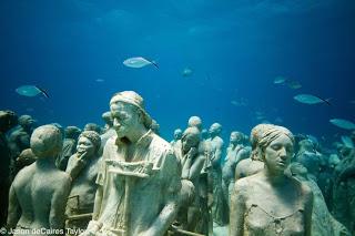 Los jardines de esculturas submarinas  Silent-evolution-Jason-sculpture03