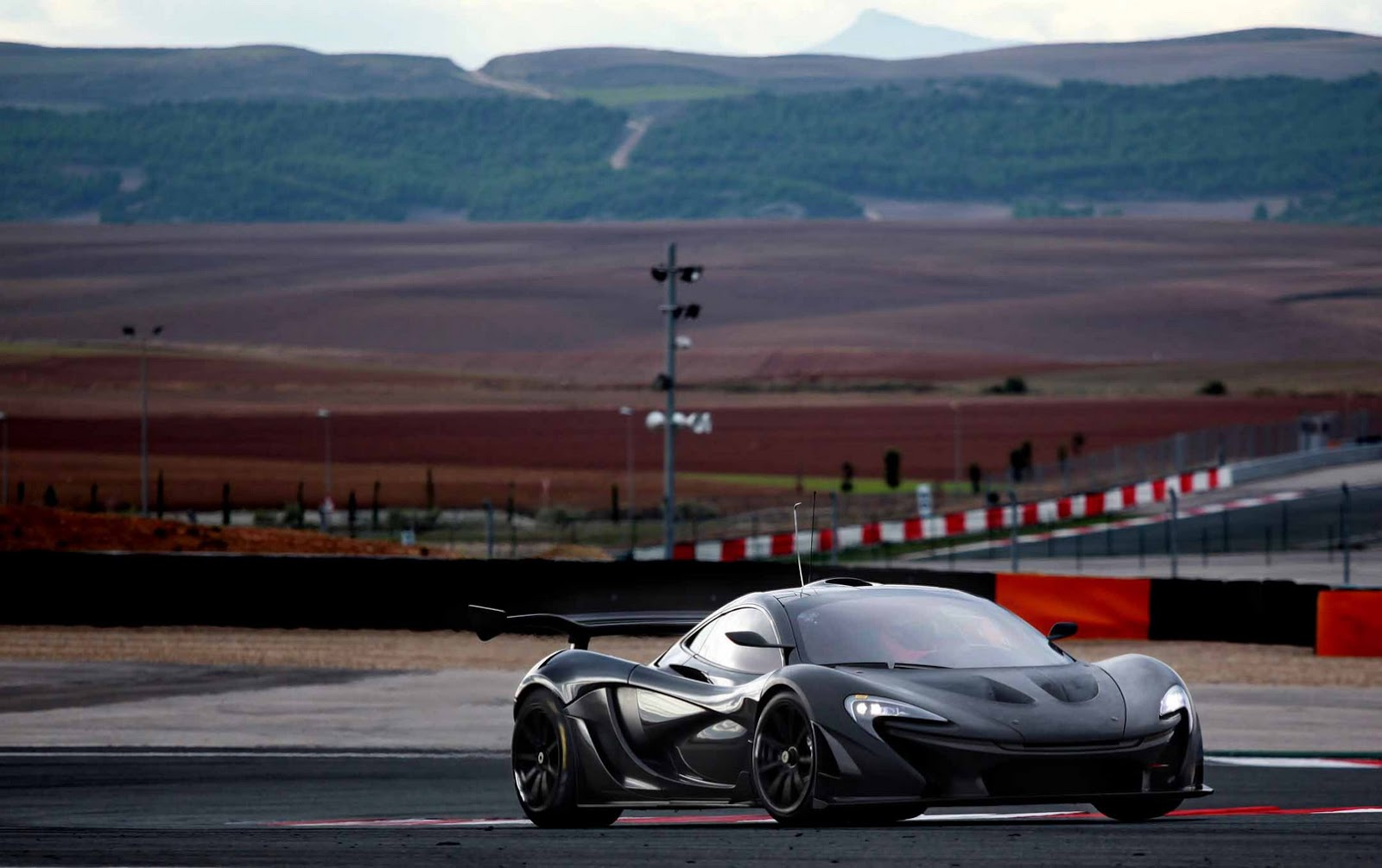 2013 - [Mclaren] P1 [P12] - Page 10 McLaren-P1-GTR-8