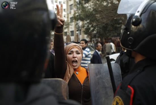 صور أرشفية من قلب أحداث الثورة Jan25_protests_egypt_revolution_0031-550x369