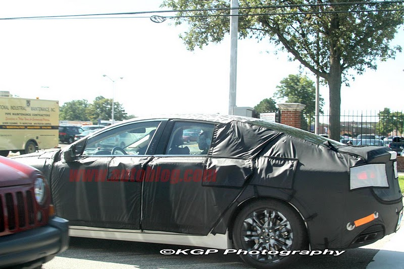2016 - [Lincoln] MKZ 006-spy-shots-lincoln-mkz