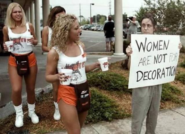 Vīrieši runā par sievietēm Funny-picture-photo-sign-women-skyguy-pic