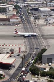 بالصور .. أغرب مطار مدني في العالم 33