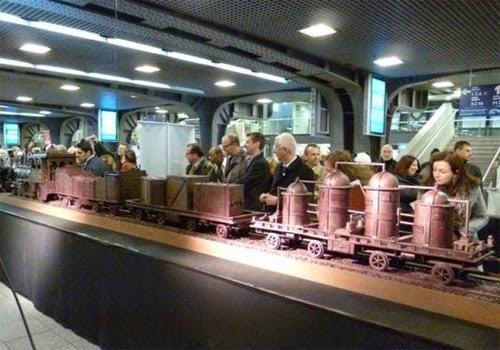 صنع أكبر قطار فى العالم من الشيكولاتة!  7
