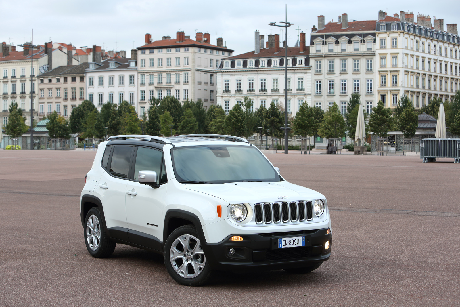 2014 - [Jeep] Renegade - Page 10 Jeep-Renegade-Limited-28