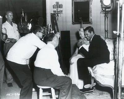 Fotografías de Alfred Hitchcock durante los rodajes Hitchcock%2B-%2BAtrapa%2Ba%2Bun%2Bladr%25C3%25B3n