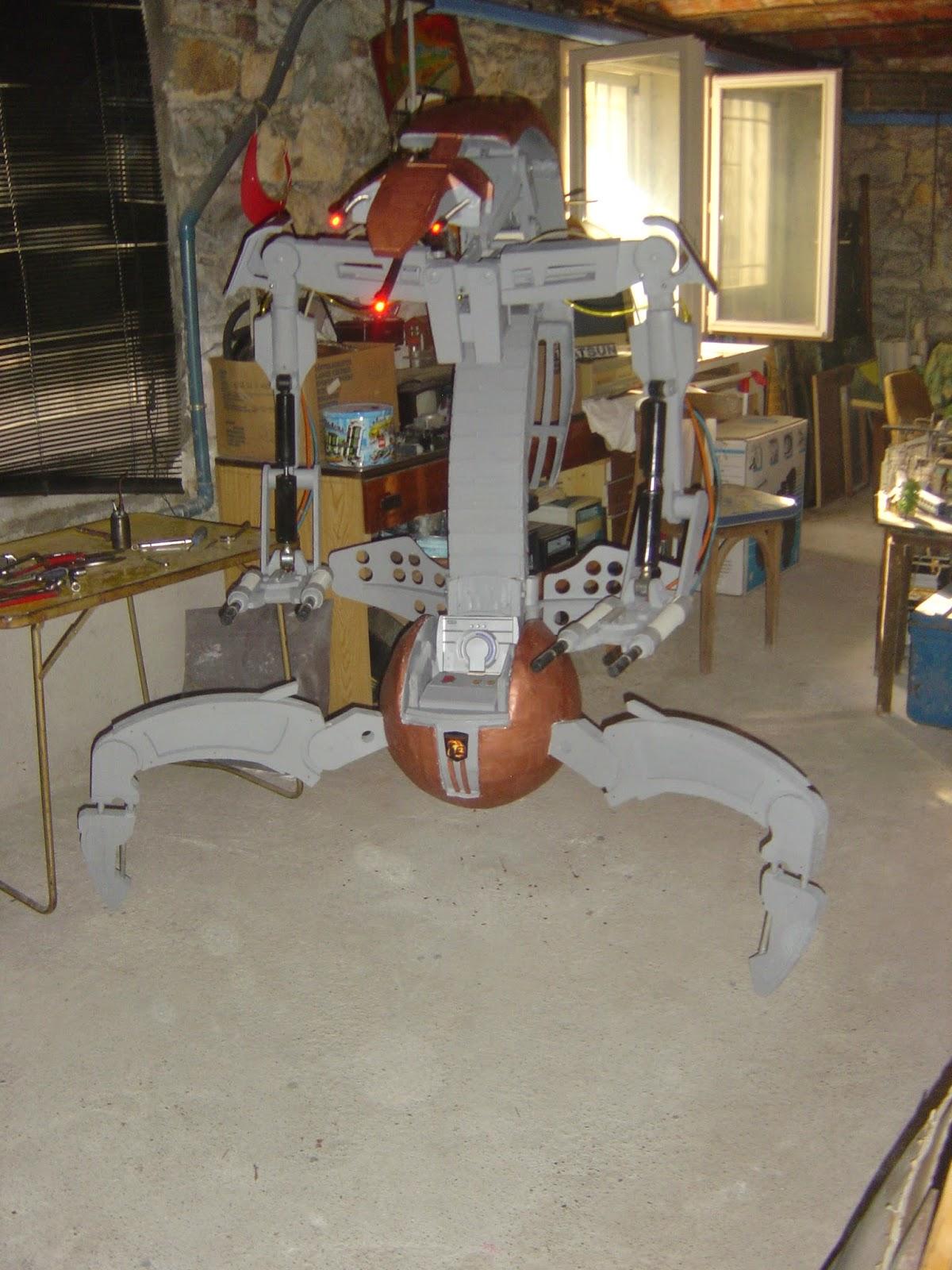 mes création principalement des droïdes échelle 1  DSC09492