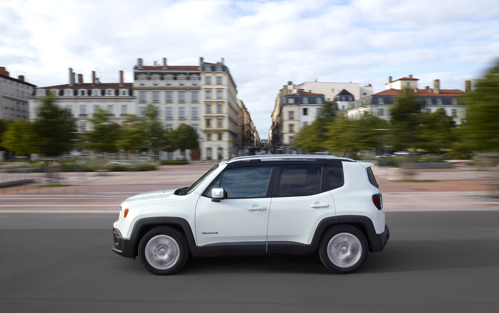 2014 - [Jeep] Renegade - Page 10 Jeep-Renegade-Limited-23