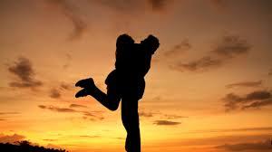 சித்திரமும் சிற்பமுமாய்  Hug