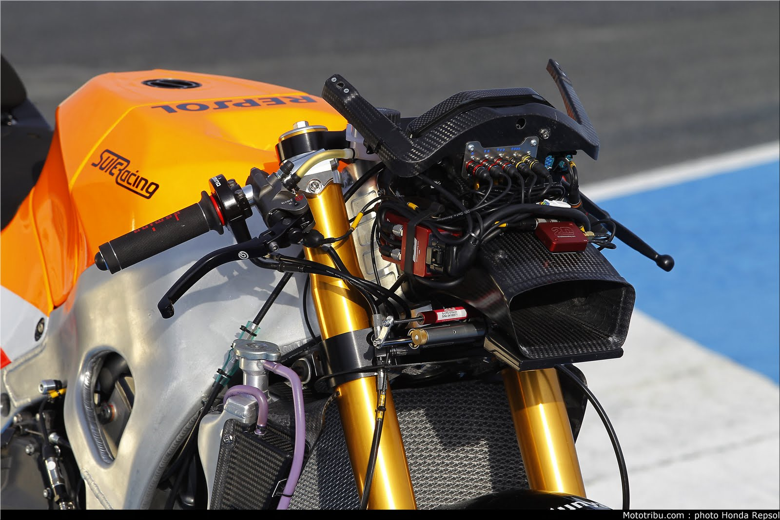 Machines de courses ( Race bikes ) - Page 6 Suter%2BMMX%2BMarquez%2B2011%2B11