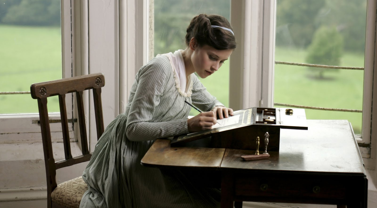 Un peu d'aide éditoriale pour le forum ? Felicity-Jones-Northanger-Abbey-felicity-jones-16178818-2560-1414
