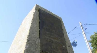 El monumento a Azathoth en Oklahoma City (del descanso del escriba) Monument29n-3-web