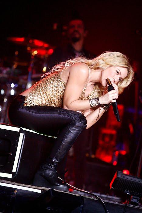 Galería » Apariciones, candids, conciertos... - Página 2 Shakira_arena15_393661S0