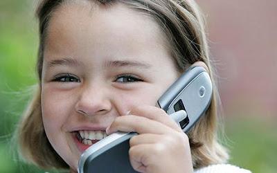 تحذير من خطر استخدام الأطفال للهاتف الخلوي Child-mobile_1298315c