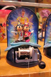 [20 ans] Marchandises du 20e anniversaire de Disneyland Paris  - Page 4 IMG_4460