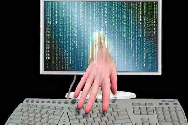 ستة طرق تمكن الهاكر من سرقة باسورد حساباتك Comphacker_s1