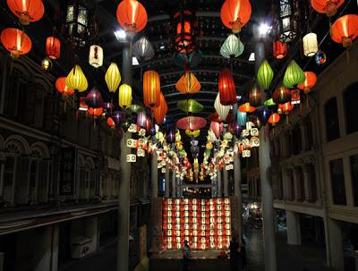 Tour Du Lịch Singapore Giá Rẻ khởi hành tháng 10-11 Singapore-chinatown-lanterns-display2