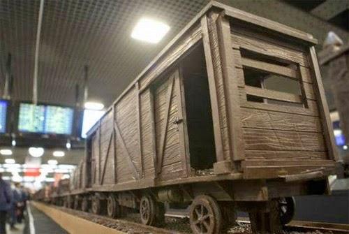 صنع أكبر قطار فى العالم من الشيكولاتة!  14