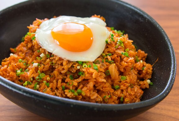 Да сготвим вкусно - Page 2 Kimchi%2BBokkeumbap%2BFried%2BRice