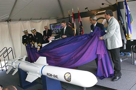 قائد القوات الجوية يقصد الاف 16 بلوك 52 بالمصدر Harpoon-DVD-707-021-450