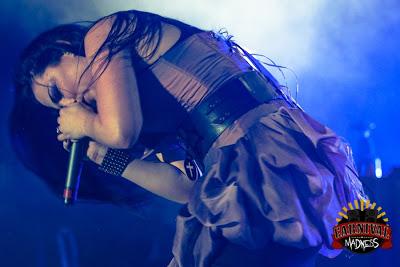 Evanescence >> Galería - Página 12 Lone%2BStar%2BEvents%2BCenter%2B-%2BLubbock%252C%2BTexas%2B%252817-08-12%2529%2BA.ja.jpg%2BHHGYY