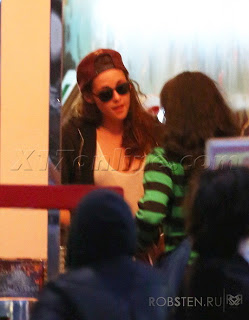 Kristen Stewart - Imagenes/Videos de Paparazzi / Estudio/ Eventos etc. - Página 31 127847-42ac6-67335064-m750x740-u76620