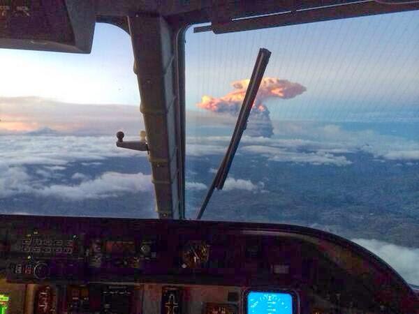 Ecuador's spectacular volcanic eruption spews six-mile column of ash into the sky  Bka9zXvIUAE9qBY