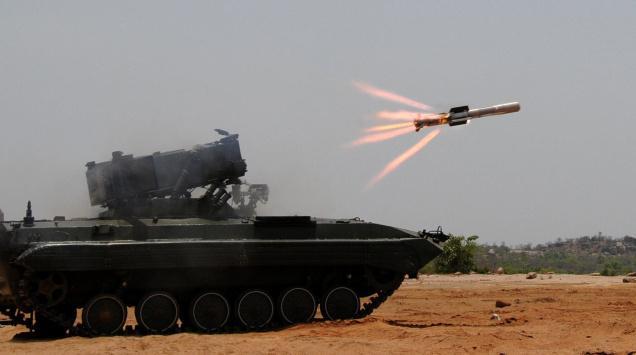 ترسانات الأسلحة للعام 2012 - صفحة 3 06-NAG_MISSILE_TEST_121722f