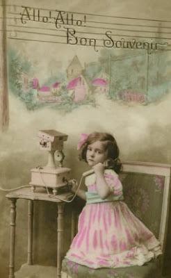 ΤΗΛΕΦΩΝΟ Little-girl-talking-on-vintage-phone