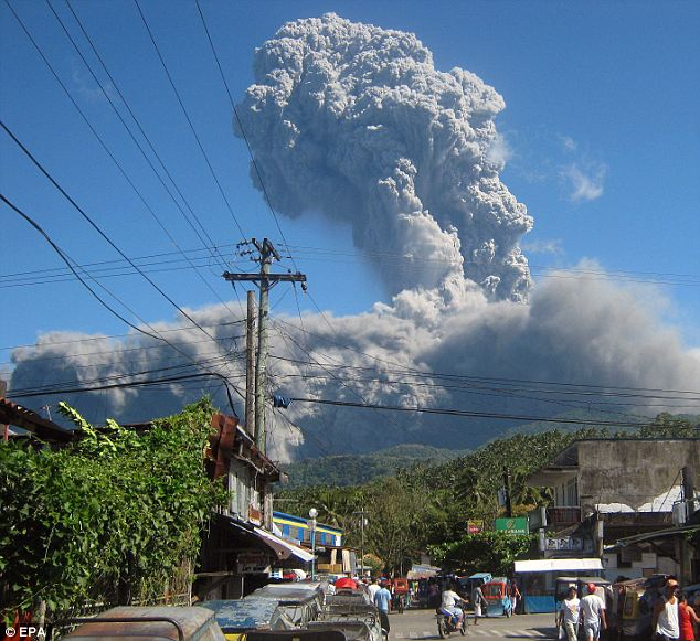 Volcano Uptick: Bulusan Volcano in the Philippines is rumbling  Article-0-0D49982F000005DC-294_634x581